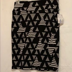 NWT- LuLaRoeCassie Black & white skirt Size- XL